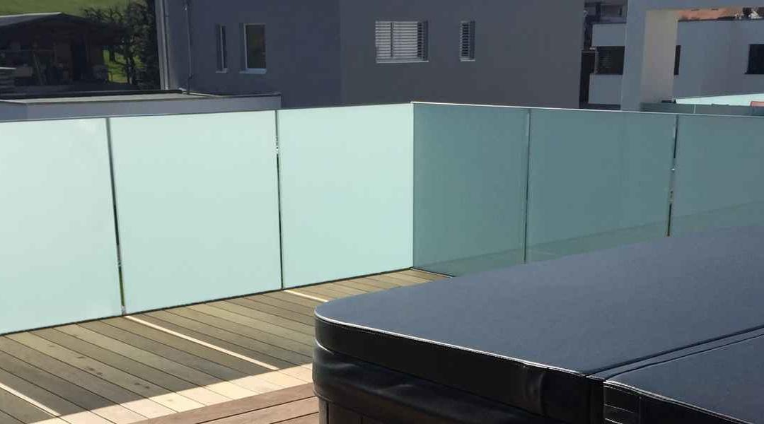 Un balcon de verre opale, sécurité et intimité assurées